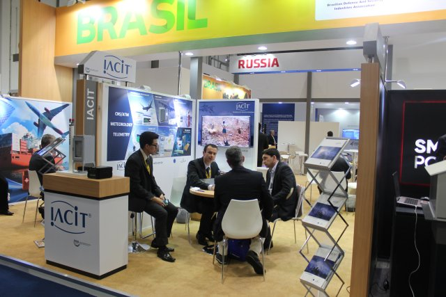 Brazilian IACIT highlights its line of electronic countermeasure systems at IDEX 2017 002
