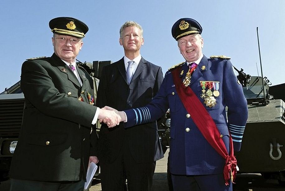 http://www.armyrecognition.com/images/stories/news/2009/april/Belgian_army_chief_of_staff_Lieutenant_General_Charles-Henri_Delcour_Defence_Minister_Pieter_De_Crem_002.jpg