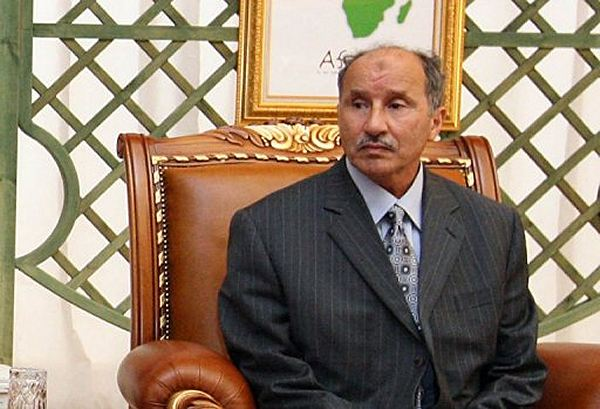 A part of the antigovernment troops it are taken refuge in the city of Ras Lanuf. The government of Kadhafi puts the pressure on resistance by offering 410.000 dollars to any person who would deliver the president of the Lybian rebels national council, Moustapha Abdeljalil.