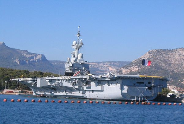 http://www.armyrecognition.com/images/stories/news/2011/march/aircraft_carrier_Charles_de_Gaule_France_French_Navy_001.jpg