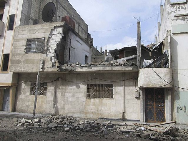 Activists say Syrian armed forces have renewed their deadly, weeklong assault on Homs in the heaviest bombardment the city has seen since the country's uprising began in March.