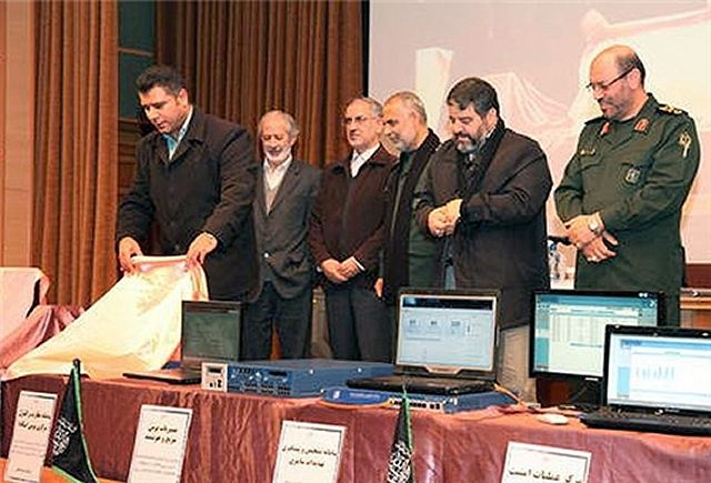 Cortitas y al pie... - Página 25 Iran_unveils_new_home-made_cyber_defense_products_including_secure_cell_phone_december_2013_640_001