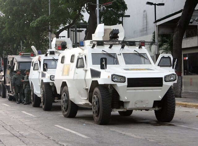 The president of Venezuela, Nicolas Maduro, said it had approved the purchase of 300 anti-riot vehicles for the National Guard. The announcement was made during the 77th anniversary ceremony of this component of the National Armed Forces.