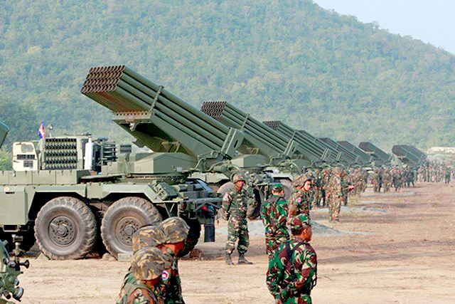 EJERCITO DE CAMBOYA Army_of_Cambodia_performs_first_live_fire_exercises_with_RM-70_122mm_MLRS_Multiple_Launch_Rocket_System_640_001