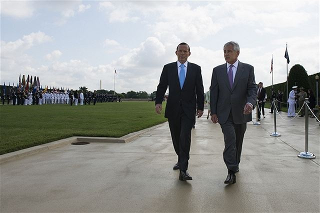 Defense Secretary Chuck Hagel welcomed Australian Prime Minister Tony Abbott at the Pentagon this morning with a full-honors ceremony followed by what Pentagon Press Secretary Navy Rear Adm. John Kirby called a productive discussion on future defense cooperation between the United States and Australia.