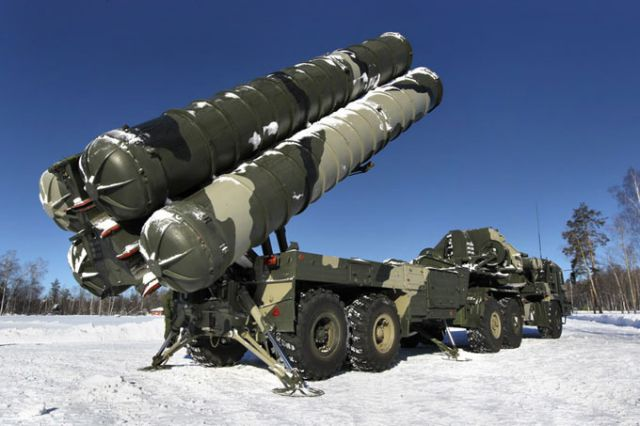 Russia is in the process of selling cutting-edge S-400 anti-aircraft missile systems to China, which would hand Beijing a defense system capable of deterring even the most advanced air powers from infringing on Chinese airspace, the Vedomosti newspaper reported Wednesday. The two countries are reported to have recently signed an agreement for at least 6 divisions of the S-400 system.