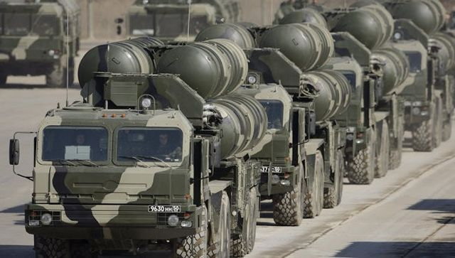 Russia's Defense Ministry will receive a complete set of S-400 Triumf air defense systems on October 10, prior to the scheduled date, the Russian defense concern Almaz-Antey's press service said on Thursday. Russian troops will receive the air defense systems on the single acceptance day at the Kapustin Yar training range, near Astrakhan, Volga Region, the press service said.