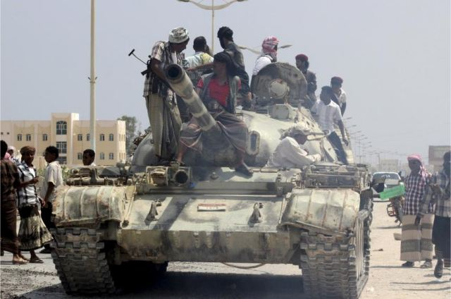 Al-Qaida fighters in Yemen seized air defence base and local airport in the province of Hadramout 640 001