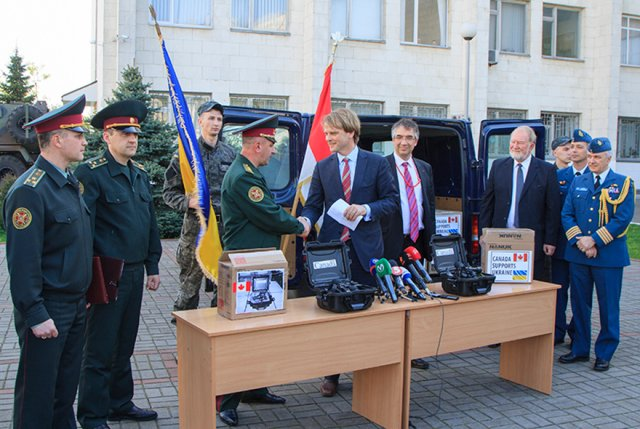 More non-lethal equipment, including night-vision goggles, transferred from Canada to Ukraine 640 001