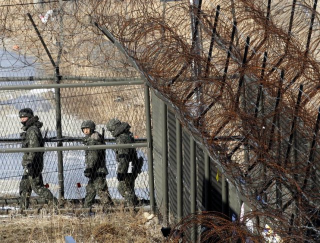 South Korea resumes propaganda program against North Korea in Demilitarized Zone are 640 001