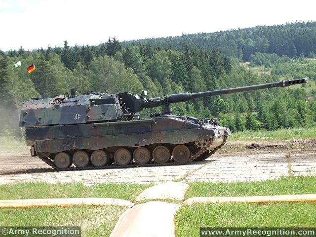 Lithuania might show interest for KMW s PzH 2000 155 mm self propelled howitzer 640 001