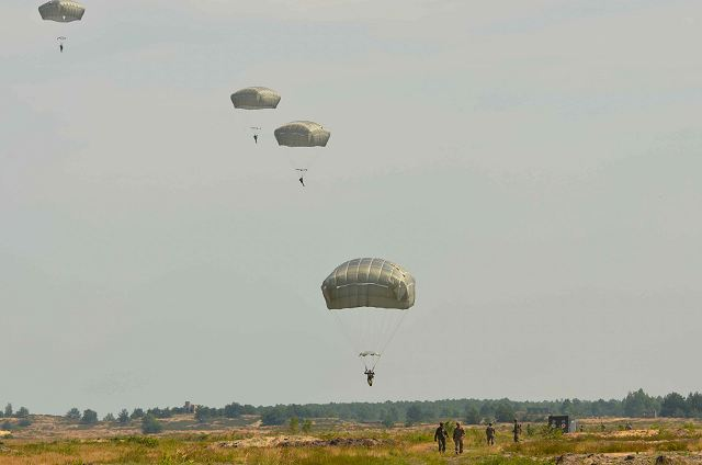 Joint airborne military training exercise for Polish and US paratroopers 640 001