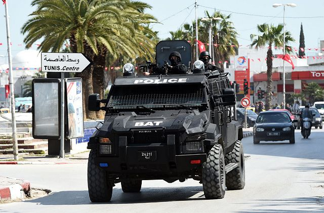 Anti-Terrorism Brigade BAT unit Tunisian police in action during the attack of Tunis Bardo museum 640 001