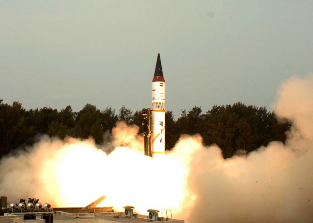 Successful test fired for the indian made nuclear capable Agni I missile 640 001