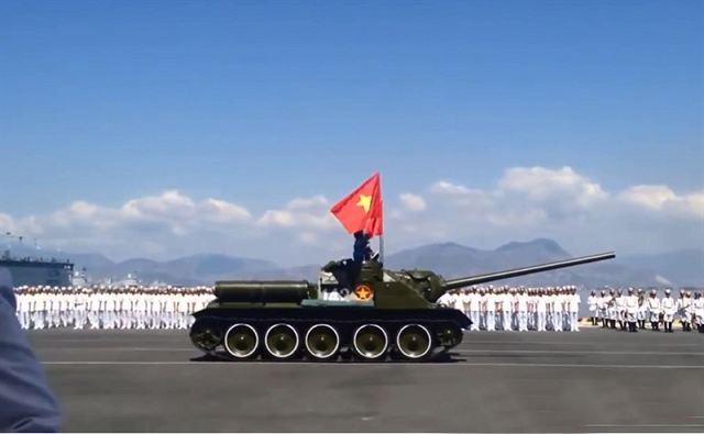 Vietnam's 2015 Military parades The_old_Soviet-made_SU-100_tank_killer_still_in_service_with_the_Vietnamese_armed_forces_640_002