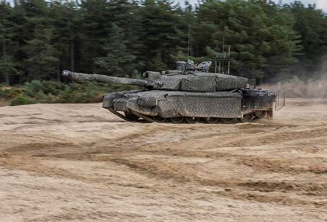 British MoD awards BAE Systems Rheinmetall to start Challnger 2 tank MBT life extension 640 001