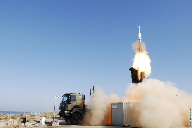The French Ministry of Defence has launched the Aster Block 1 NT (New Technology) program aimed at modernising the SAMP/T ground based air defence system as well as its associated Aster missile (*). The contract was notified by the French DGA (Direction Générale de l'Armement) to the EUROSAM consortium involving MBDA and Thales on 23rd December 2015.