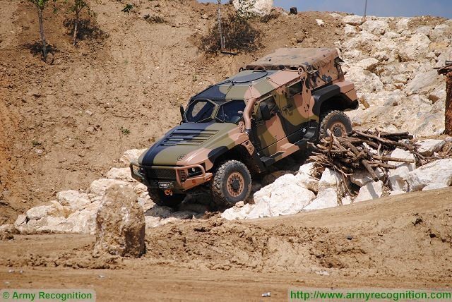 Qinetiq Australia starts field trial tests of Hawkei 4x4 light protected vehicle for Australian army 640 001