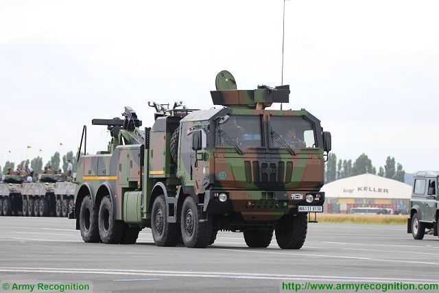 The PPLD is also based on the IVECO M320.45 8x8 truck chassis but the rear of the vehicle is fitted with a 18,000 kg capacity crane and is also capable of towing vehicle as the VBCI, 8x8 armoured infantry fighting vehicle. The crane can be operated from remote control or from the top operators cabin.