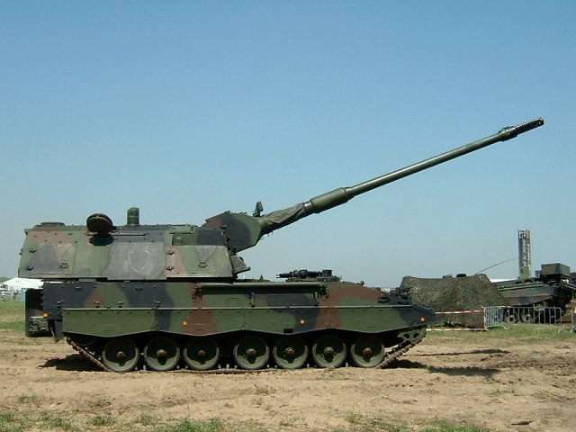 Lithuanian Armed Forces receives PzH2000 self propelled howitzers 640 001