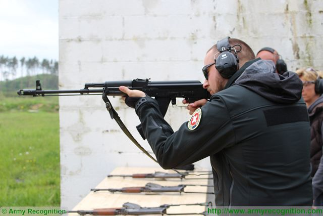 At the Forum, the Swiss Police has demonstrated a new techniques to fire with AK-47 or other terrorist weapons in less than a few minutes which can help police officers to use or neutralize any type of weapons during counter-terrorist missions.