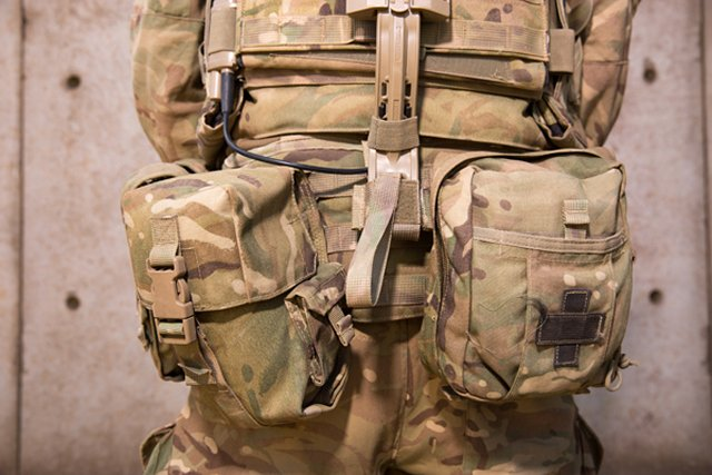 The new Virtus body armour system is now issued to the British infantry troops 640 001