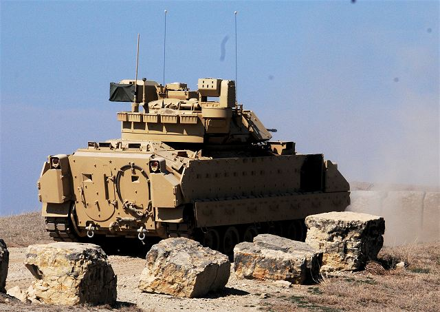 US soldiers from Kansas National Guard train with new M2A3 Bradley IFV infantry fighting vehicles 640 001