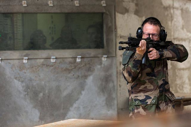 First French Army soldiers performed shooting tests with the HK416F 5.56mm assault rifle manufactured by the German Company Heckler & Koch (HK) that will replace the old FAMAS bullpup assault rifles in service with the French Armed Forces since 1979. According to the French Ministry of Defense 93,080 pieces of Heckler & Koch 416F will be delivered between 2017 and 2028.