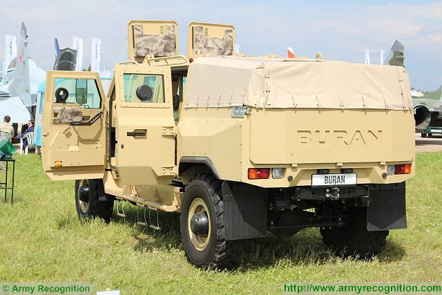 Infantry Mobility Vehicles - Page 11 New_Russian-made_Buran_4x4_armoured_vehicle_at_MAKS_2017_AirShow_in_Russia_640_001