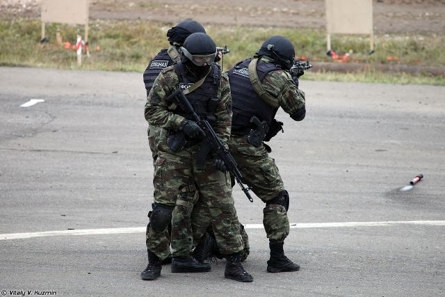 Special forces soldiers of several Russian security agencies have received unique futuristic combat gears. The special equipment kit (SEK) comprises several layers of clothing to withstand harsh weather conditions. Also the SEK includes bulletproof load bearing vests, backpacks, knee pads and a few dozen uniform items. The kit has been developed and manufactured by the 5,45Design Company in the framework of the ALLMulticam project, writes the daily Izvestia.
