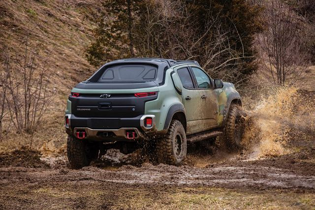 End of June, U.S. soldiers with the 2nd Infantry Brigade Combat Team and 10th Special Forces Group (Airborne) tested the Chevrolet Colorado ZH2 Fuel Cell Electric Vehicle which was unveiled last year at at the AUSA Defense Exhibition in Washington D.C.