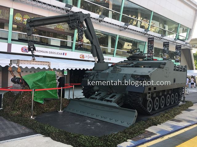 During its Open House 2017, Singapore army has unveiled a new prototype of Armoured Recovery Vehicle (ARV) that will support the Next Generation of AFV (Armoured Fighting Vehicle). Both combat vehicles are under development by the Defence Science and Technology Agency and Singapore Technologies Kinetics, which was awarded the contract for the AFV by the Ministry of Defence in March.
