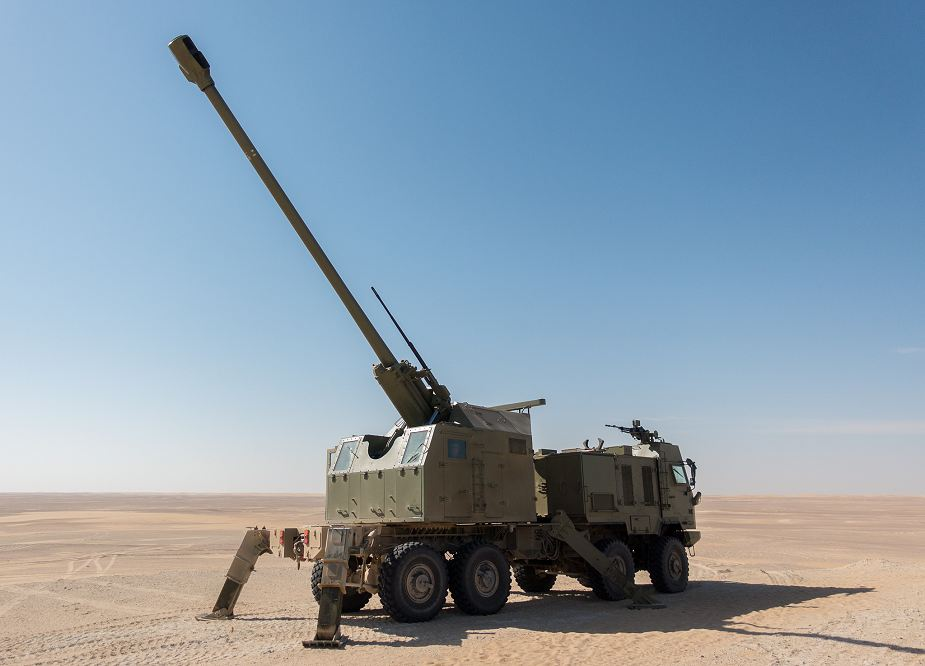 NORA B 52 from Serbia 155mm howitzer demonstrated in UAE United Arab Emirates 925 002
