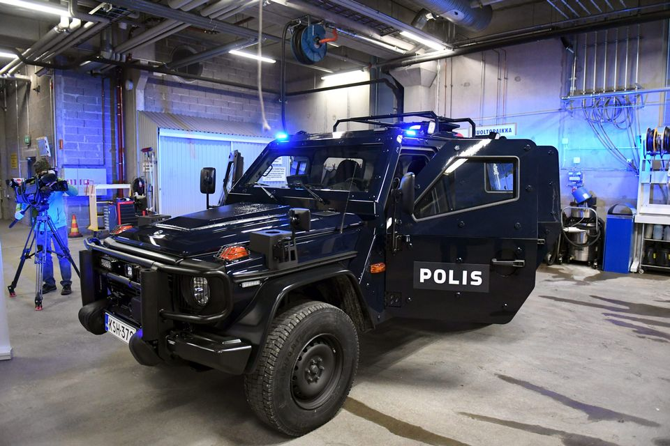 Finnish police to use Mercedes Benz G280 armoured vehicles