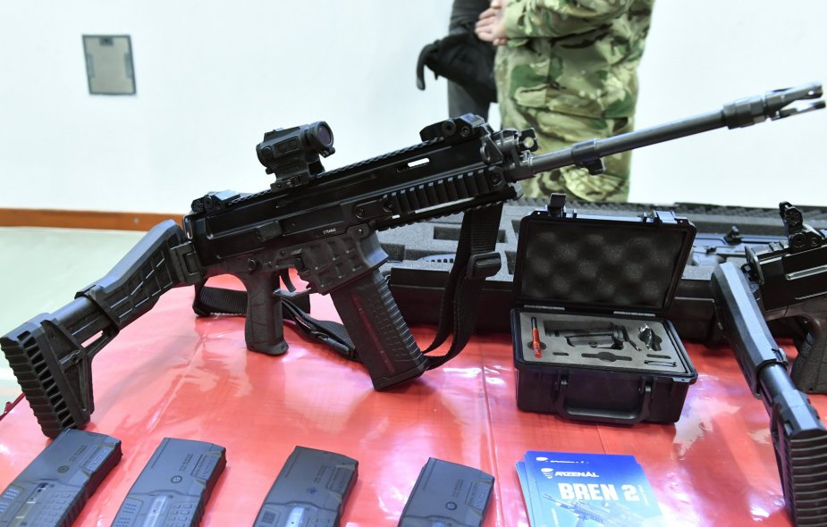 Hungarian army receives Czech-style small arms | December