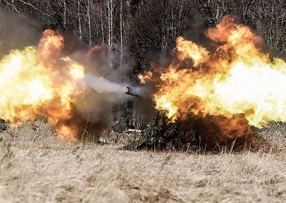 Russia 2S7M 203mm howitzers destroy targets at 50km