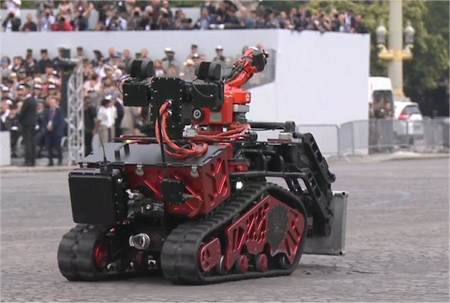 Colossus Robot SHARK robotics Secret weapons and new military equipment unveiled by French Army 925 001