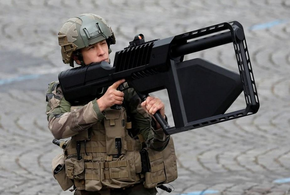 Drone Gun Tactical Secret weapons and new military equipment unveiled by French Army 925 001