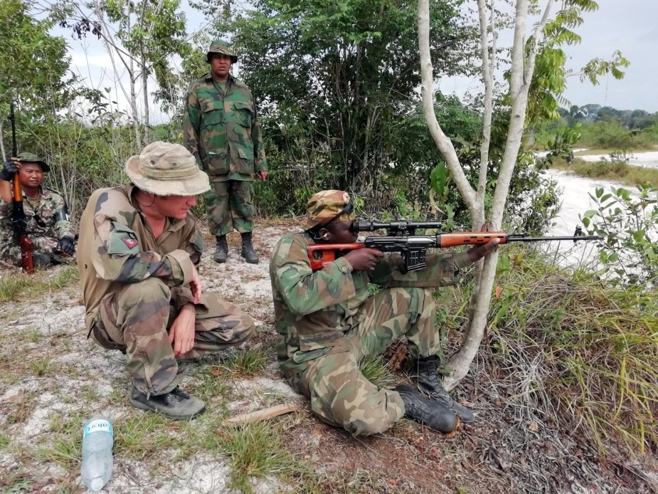 French Marines train Surinam armed forces