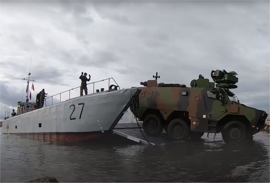 French army and Navy test Griffon and Jaguar armored vehicles for amphibious operations 925 002