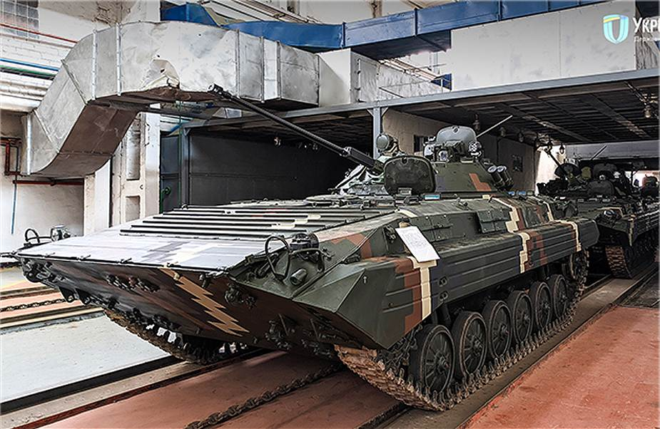 https://www.armyrecognition.com/images/stories/news/2021/august/Ukrainian_army_takes_delivery_of_overhauled_BMP-2_tracked_armored_IFVs_925_001.jpg