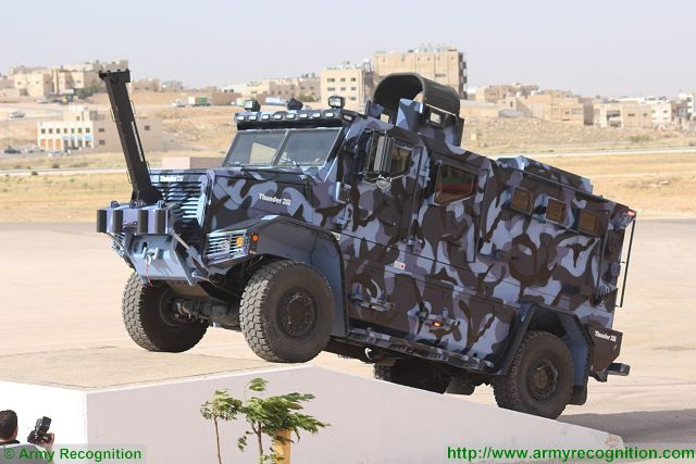 Thunder 2 4x4 tactical armoured truck personnel carrier police security vehicle Cambli Canada Canadian defense industry 640 002