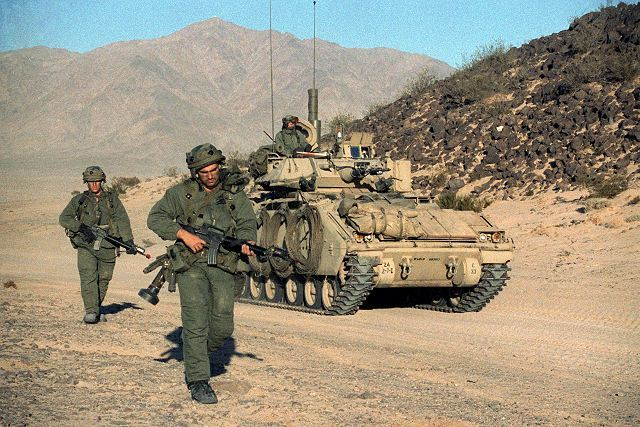 Bradley M2 armoured infantry fighting tracked vehicle ...