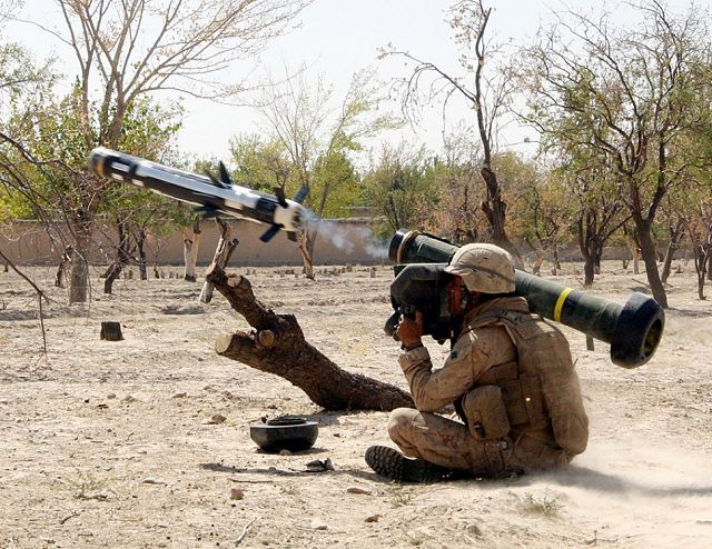 FGM-148 Javelin infrared anti-tank guided missile technical data sheet description information intelligence identification pictures photos images Raytheon Lockheed Martin