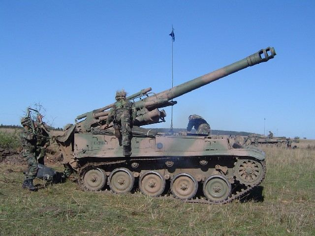 The new M109 will be purchased to replace the old AMX-F3 and increase the fire power of artillery units of Argentine Army which uses also the TAM VCA (Vehiculo de Combate de Artilleria - Artilley Combat Vehicle), an Italian Palmaria 155mm turret mounted on a TAM light tank chassis.