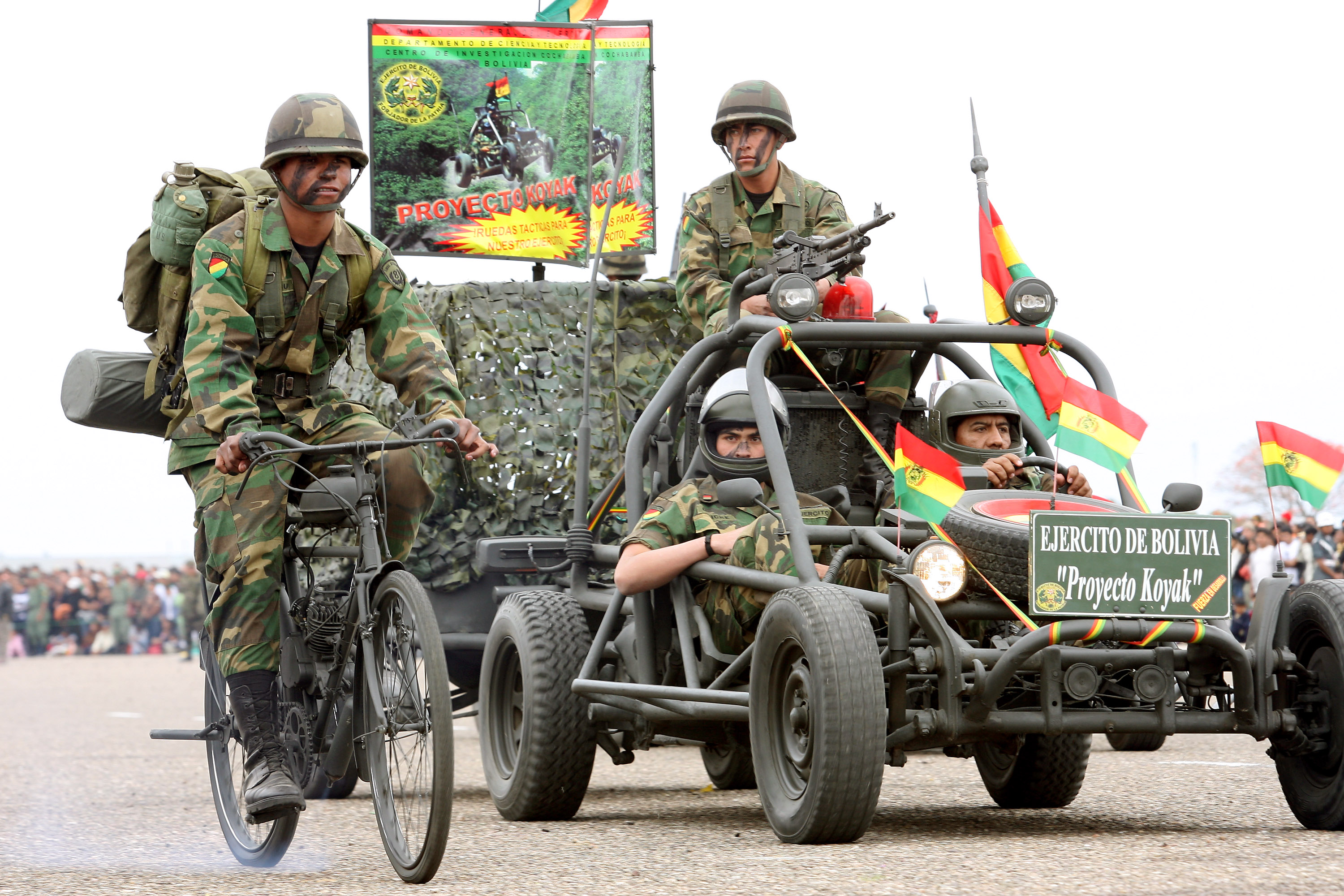 http://www.armyrecognition.com/images/stories/south_america/bolivia/ranks_uniforms/uniforms/pictures/Bolivian_army_Bolivia_soldiers_land_forces_combat-uniforms_003.jpg