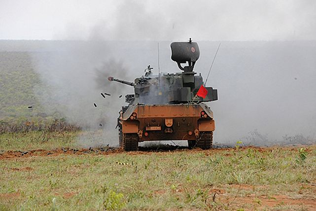 The German government offered to the Brazilian Army second hand self-propelled anti-aircraft gun Gepard 35mm, recently refurbished by Krauss-Maffei Wegmann - KMW. A contract that would include spare parts, technical support, training, technology transfer and nationalization of KWM items through Brazil.